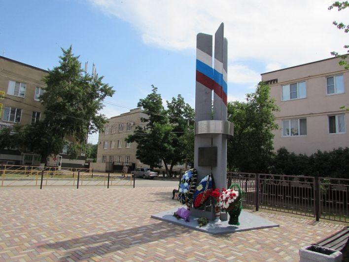 Памятник расстрелянным боевиками вертолётчикам.