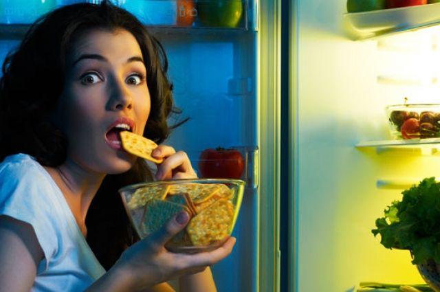 Что категорически нельзя употреблять перед сном: перечень продуктов