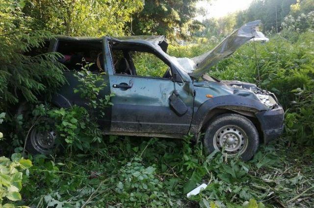 48-летнюю пассажирку с множественными переломами и ушибами отвезли в больницу.