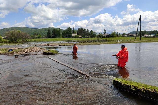 Пока вода не ушла окончательно из 23 приусадебных участках в селах Ермаковское и Жеблахты.