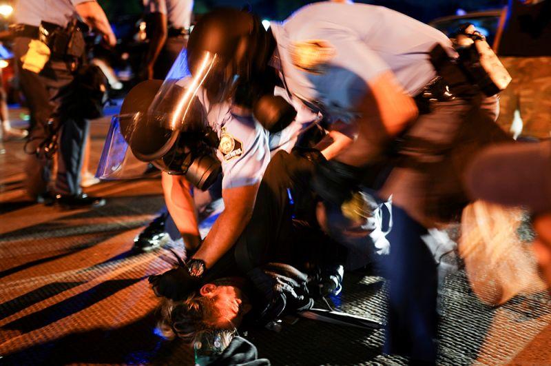 Специалисты установили, что 27-летний мужчина был ранен в спину. Брукс умер от потери крови и повреждения внутренних органов.