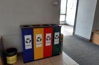 Предприятие закупило 16 контейнеров с секциями для сбора бумаги, пластика, стекла и прочих отходов.
