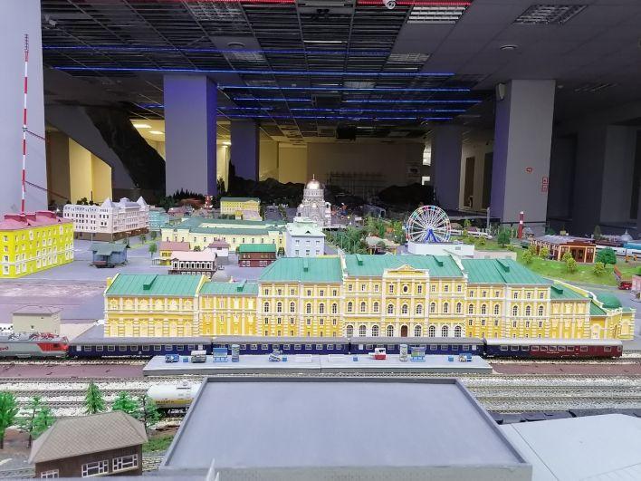 Здание оренбургского железнодорожного вокзала - уникальное и очень красивое.
