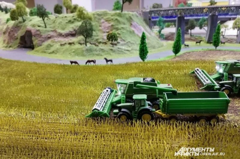Каждую травинку склеивали в звенья, собирая пшеничное поле.