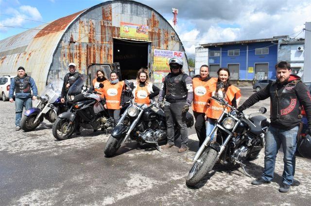 Вся работа фонда держится на волонтёрах. И среди них есть, в том числе, байкеры из мотоклуба «Ночные волки».