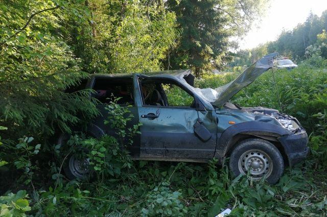 В результате дорожно-транспортного происшествия водитель и двое пассажиров получили травмы различной степени тяжести.
