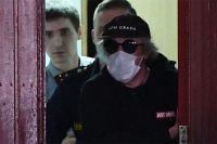 Михаил Ефремов выходит из Таганского суда в Москве.