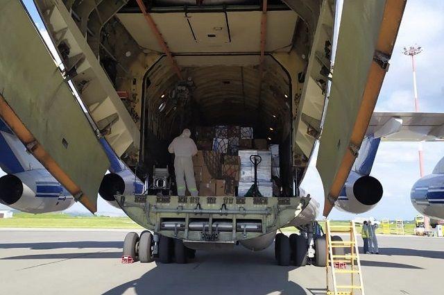 Медоборудование и бригады врачей в регион доставляли спецбортами