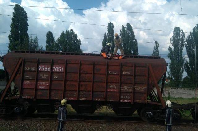 Вылез на вагон и погиб: в Киевской области 12-летнего мальчика убило током