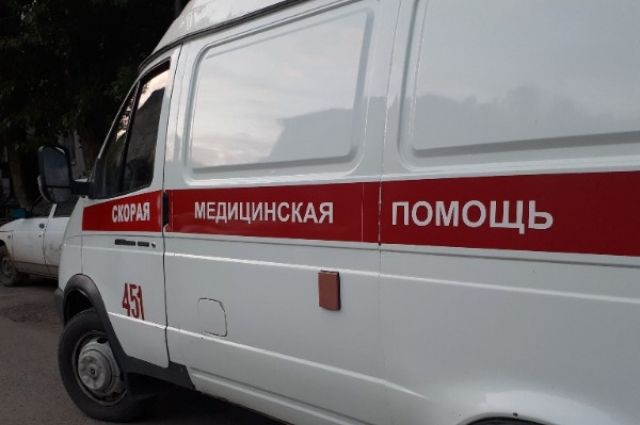 На улице Дмитрия Менделеева в Тюмени столкнулись иномарка и мотоцикл