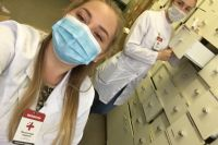 Студенты работают в больницах и поликлиниках.