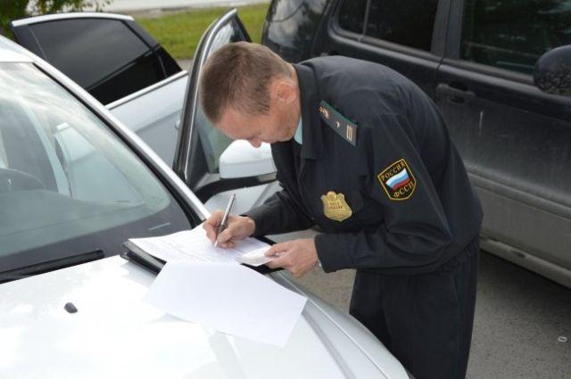 Из-за неоплаченных штрафов у тюменца забрали один из десяти автомобилей