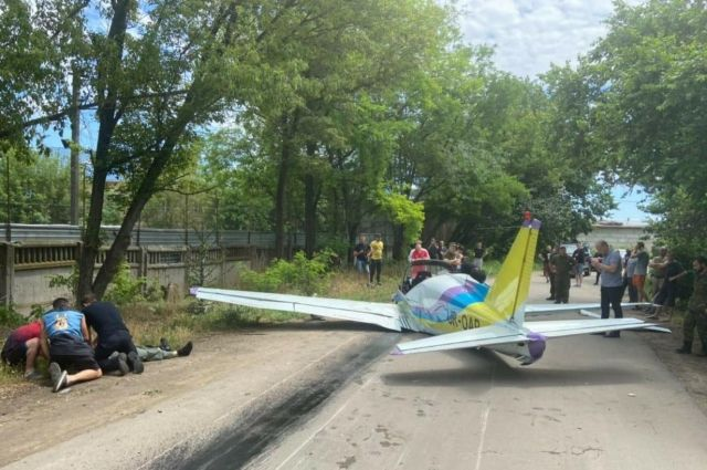 В Одессе разбился легкомоторный самолет: один из пилотов погиб