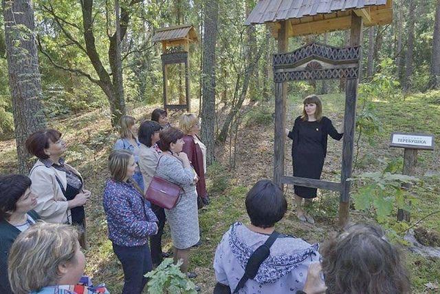 Местные жители могут увидеть коллекцию наличников - некогда традиционных элементов украшения русского дома, ставших сегодня уникальными экспонатами.