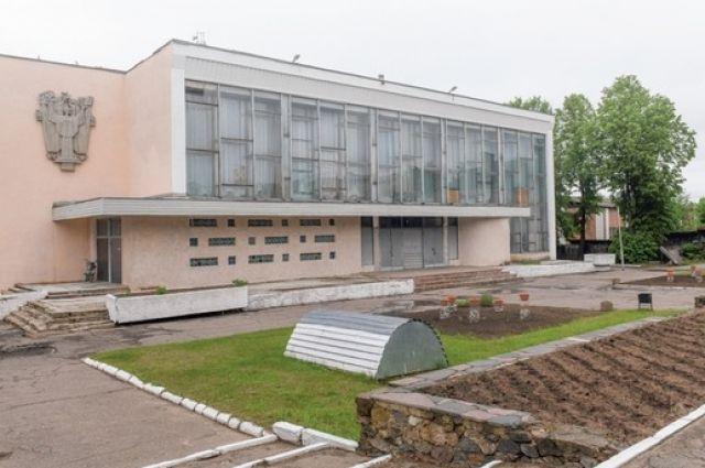 На капремонт здания Дома культуры, построенного около 40 лет назад, в этом году из областного бюджета выделили более 4 млн руб.