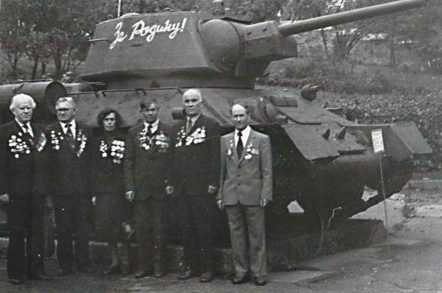 Встреча с однополчанами, 1984 год, Черкасская обл., с. Драбовка (Г. Бобырь справа).