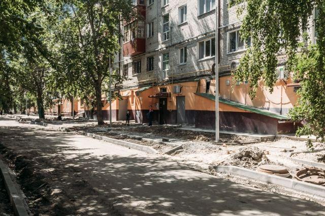 В Тюмени продолжается ремонт дворов на улицах 50 лет ВЛКСМ и Тульской