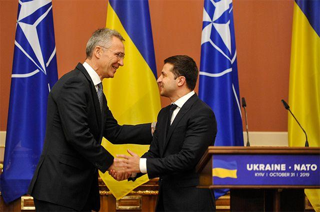 Генеральный секретарь НАТО Йенс Столтенберг и президент Украины Владимир Зеленский.