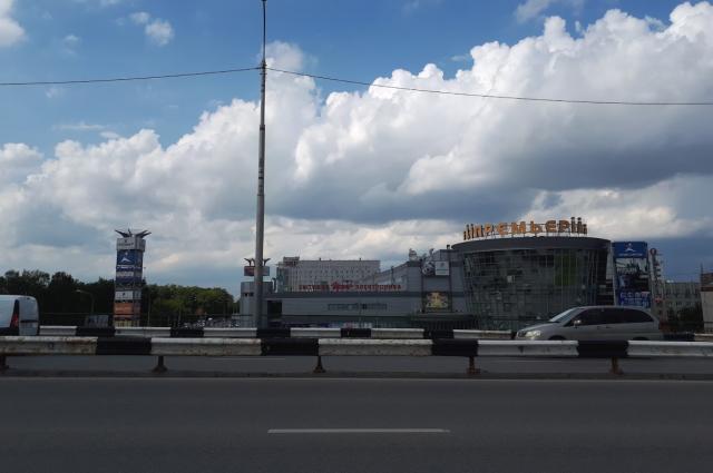 Движение по мосту на улице Мельникайте закроют на ночь