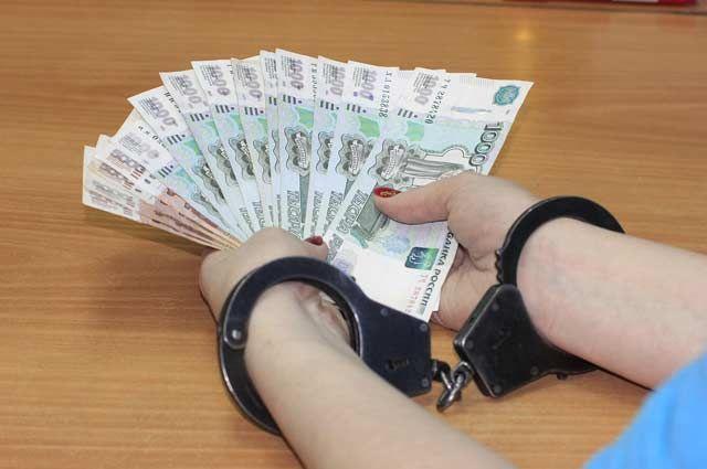20000 рублей на оплату штрафа она выделила из средств учреждения.