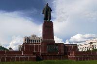 Памятник Ленину на площади Свободы.