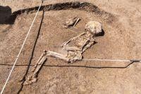 Настоящий курган – ритуальное сооружение, поэтому погребение в нем – обычное дело. Хотя встречаются курганы и без них – кенотафы.