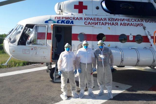 В общей сложности, с начала года вертолёт санавиации эвакуировал в больницы 115 человек (в том числе 14 детей). Каждый пятый из них (25 человек) с подтвержденным диагнозом коронавирусной инфекции.