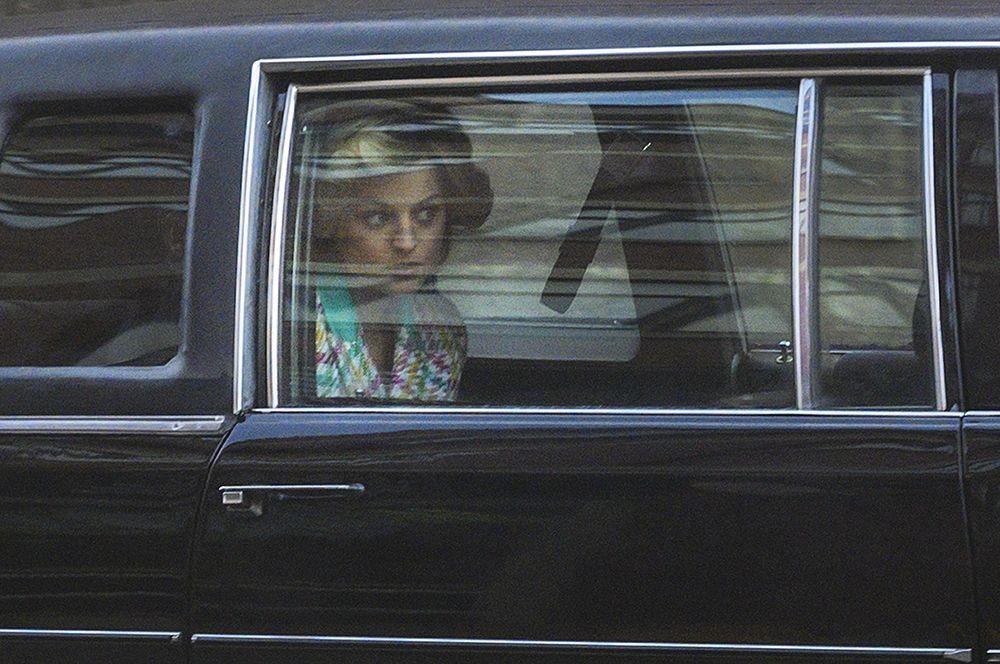 «Корона» (2020) — Эмма Коррин.