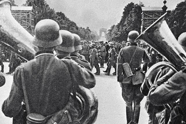 Парад немецких войск в Париже в 1940 году. Из коллекции Н. Тагрина.