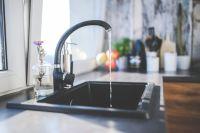 Людям необходимо запастись питьевой водой и проверить, закрыты ли краны.