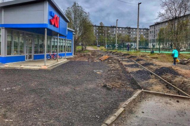 Пешеходные дорожки на улице Первомайской строят за счёт инвестора.