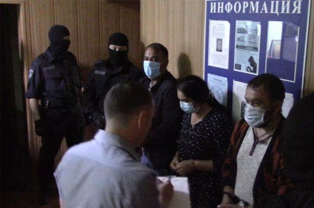 В Оренбуржье сыщики задержали двух женщин, подозреваемых в хищении денежных средств у пенсионеров.