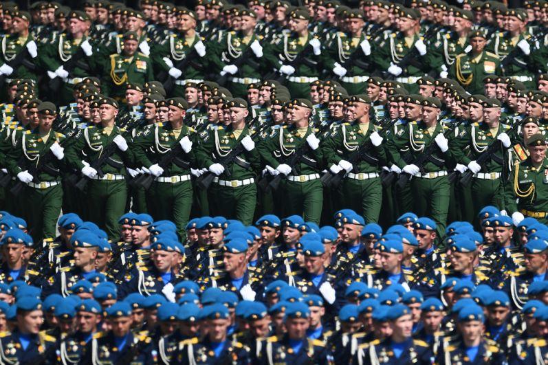 Военнослужащие во время генеральной репетиции парада в честь 75-летия Победы в Великой Отечественной войне в Москве.