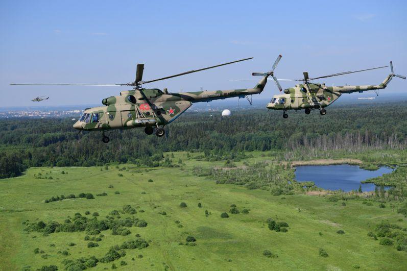 Многоцелевые вертолеты Ми-8.