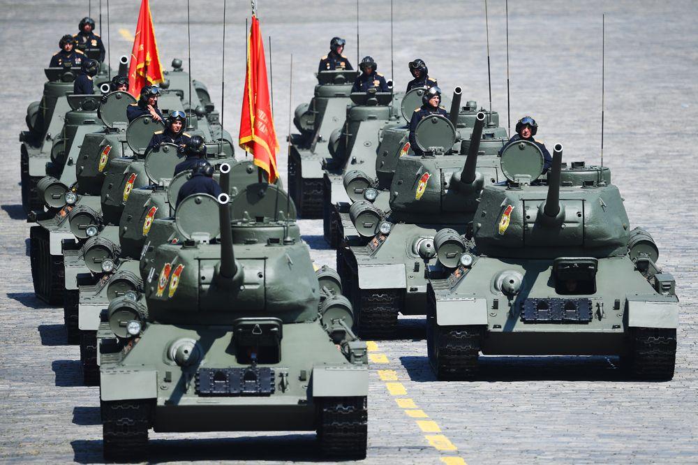Танки Т-34-85.