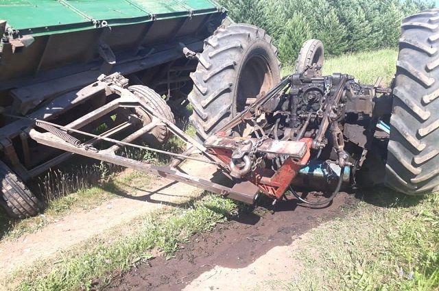 Опрокинувшийся трактор унёс жизни двух мужчин в Башкирии