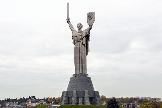 Монумент «Родина-мать» в Киеве.