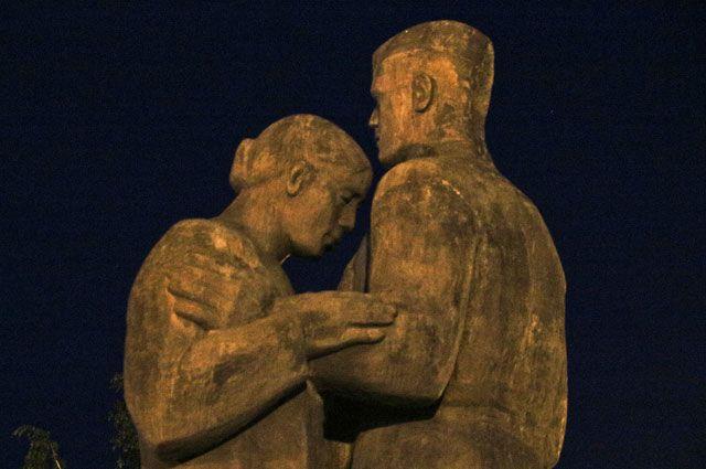 Памятник в Барнауле.