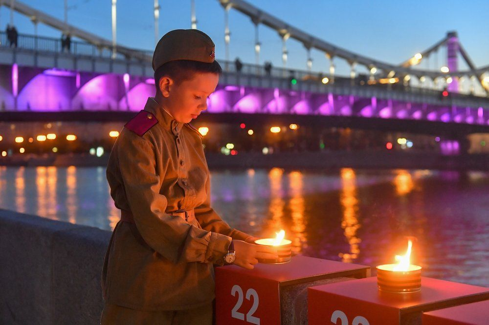 1418 свечей зажгли на Крымской набережной в рамках акции «линия памяти», приуроченной к годовщине начала Великой Отечественной войны.