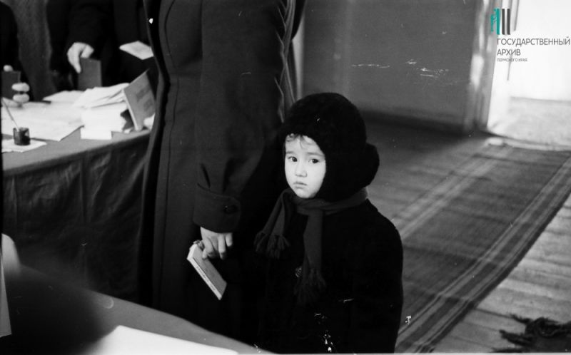Избирательный участок в школе №46 во время выборов в Верховный Совет СССР, 18 марта 1962 г.