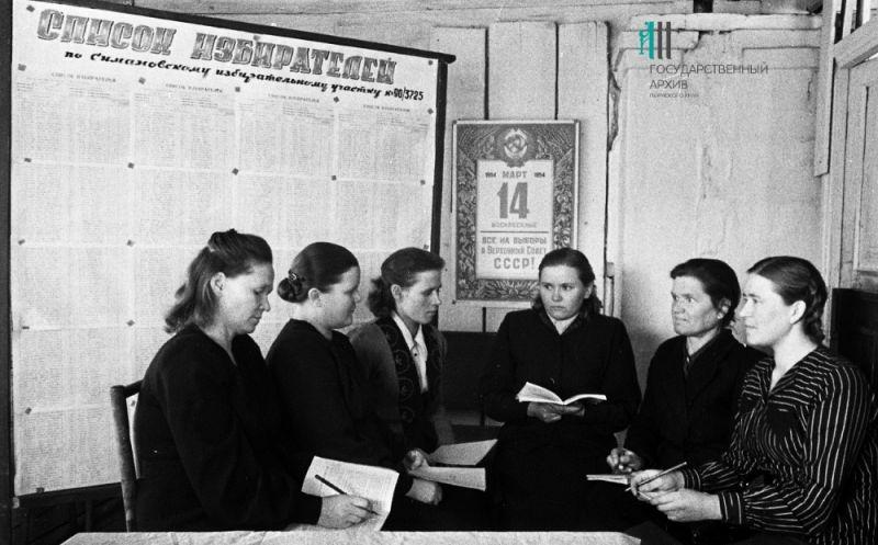 Проведение выборов на Симоновском избирательном участке в Кишерти, 1950-е годы.