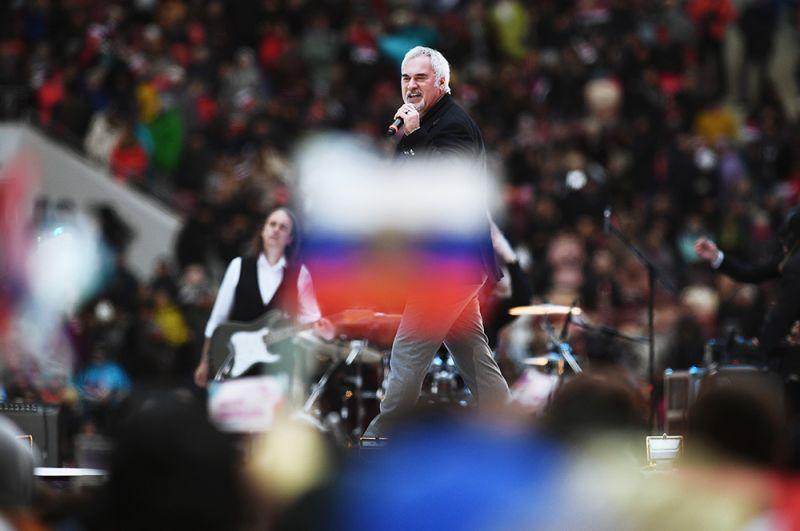 Певец Валерий Меладзе выступает на митинге-концерте «Россия объединяет!» на большой спортивной арене «Лужники» в Москве. 2017 год.