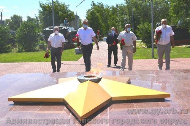 В Оренбуржье в память о погибших запылал еще один Вечный огонь.