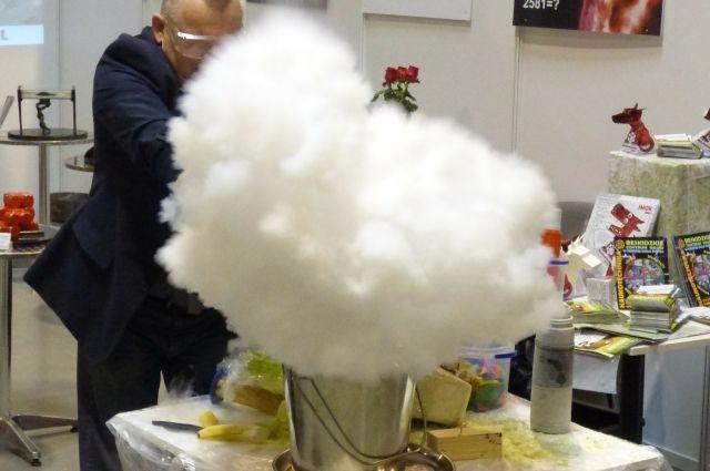Эксперименты с жидким азотом могут быть опасны.