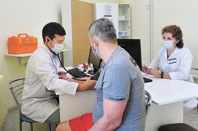 Первыми, кто встал на пути инфекции, были врачи, медсёстры, фельдшеры. Сегодня рядом с больными людьми они совершают ежедневный подвиг.