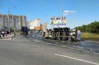 УМВД: подробности ДТП с перевернувшейся цистерной в Оренбурге.