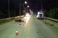 В Бугуруслане мотороллер врезался в ограждение моста, есть пострадавшие.