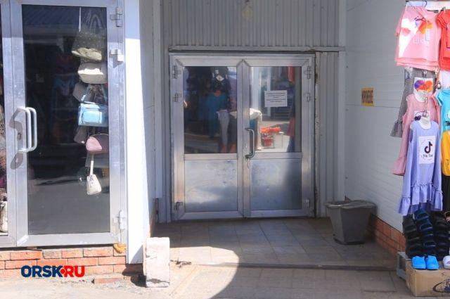 В Орске из-за очага коронавируса закрыли  продуктовые  отделы рынка.