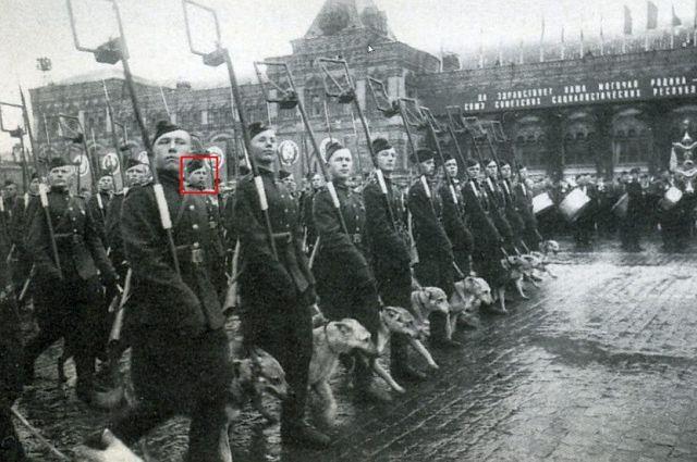 Николай Карпов на параде Победы 1945 года.