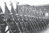 90 красноярских фронтовиков прошлись по Красной площади 24 июня 1945 года.